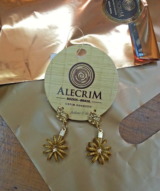 Brincos feitos com o Capim Dourado - Loja Alecrim - Búzios