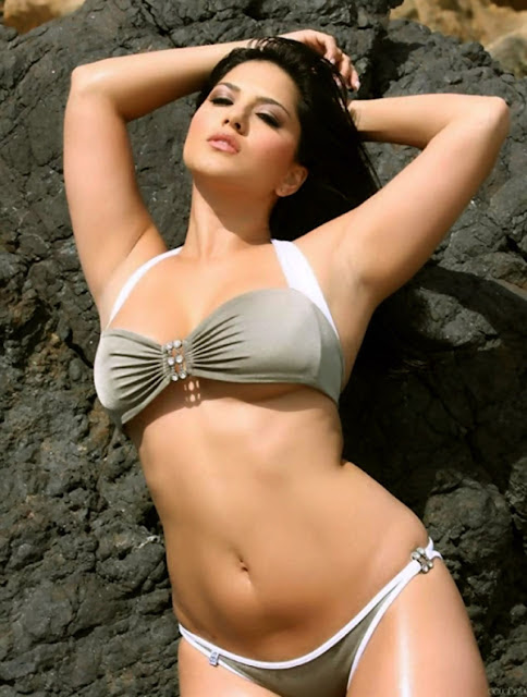 Sexy Sunny Leone Swimming Pool Bathing Naked Body Brown Pussy Xxx Photo