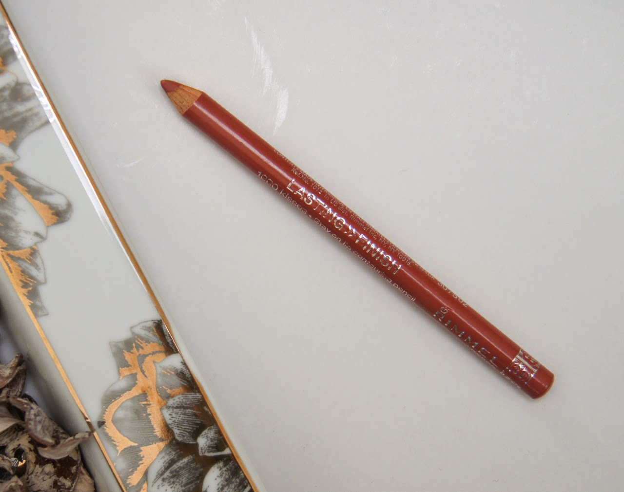 rimmel tiramisu lasting finish 1000 kisses lip pencil review swatch