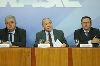 http://vnoticia.com.br/noticia/2767-governo-anuncia-proposta-de-acordo-para-suspender-paralisacao-por-15-dias