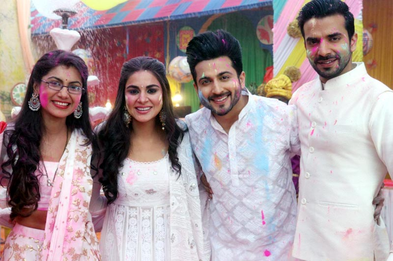 Sriti Jha, Shraddha Arya, Dheeraj Dhoopar and Manit Joura celebrate Holi for a special episode