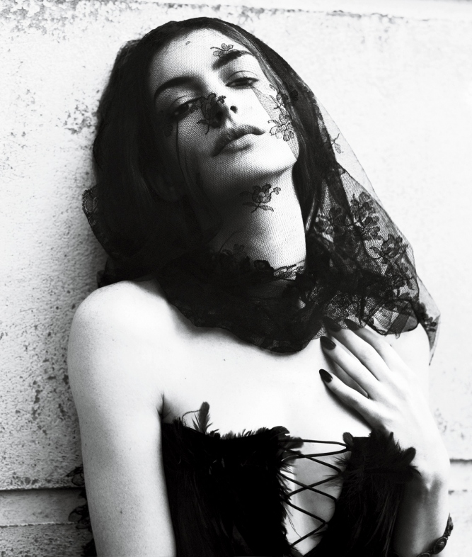 Best Wall Free: Anne Hathaway @ 'Interview' Magazine Cover