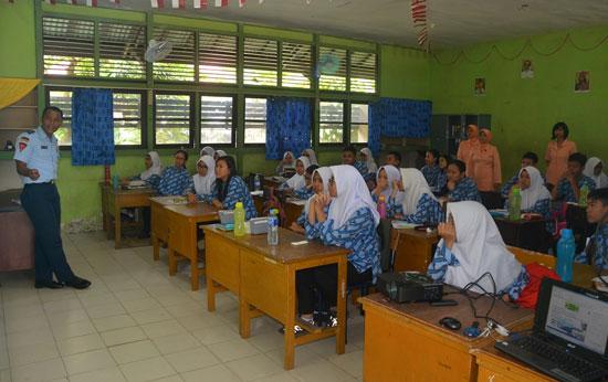 SOSIALISASI : Pangkalan TNI AU Supadio sangat gencar dalam mempromosikan SMA PraditaDirgantara ke SMP-SMP unggulan. Foto Kapentak Lanud Supadio