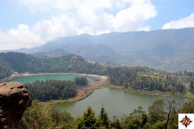 Dieng Plateau, vista dal punto panoramico sui due laghi