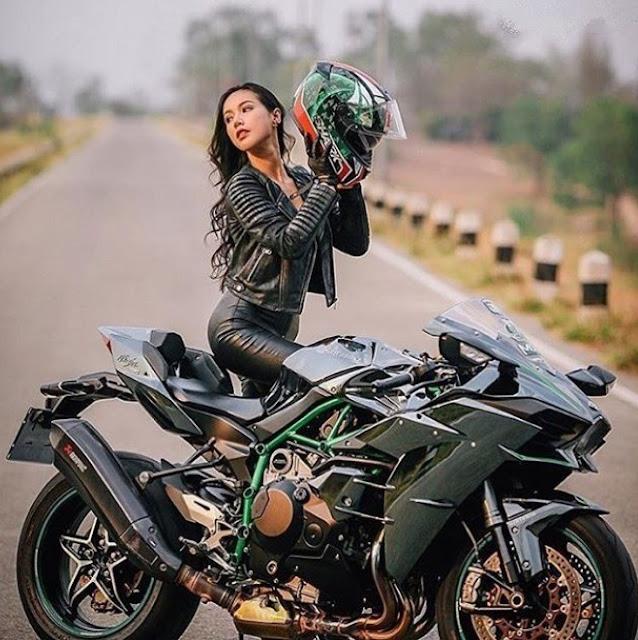 Kawasaki H2 girl