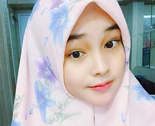 Angel Lisandi Putri Pakai Jilbab