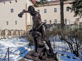 Ужгород. Замок. Закарпатський обласний краєзнавчий музей. Геракл