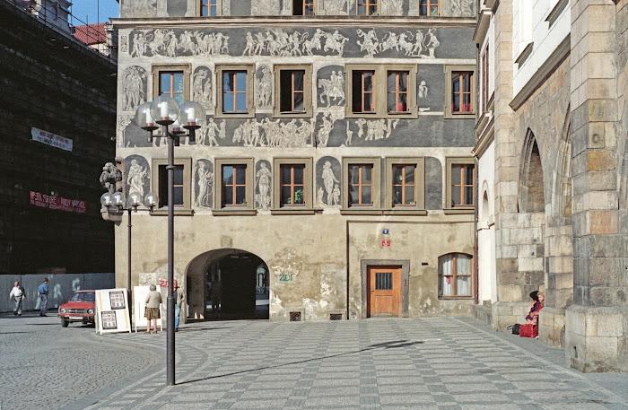 Prague, place de la Vieille-Ville, Staroměstské náměstí, U Minuty, sgraffites, © L. Gigout, 1990