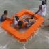Pânico na ilha de Itaparica: Lancha encalha e passageiros descem no meio do mar
