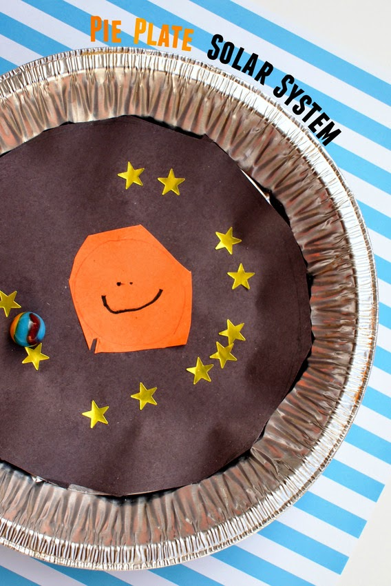 Easy Preschool Science Activity-  Show kids how the earth revolves around the sun with this easy pie plate solar system craft and game!