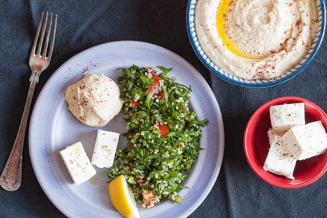 Salata od peršuna sa bulgurom, paradajzom i mladim lukom