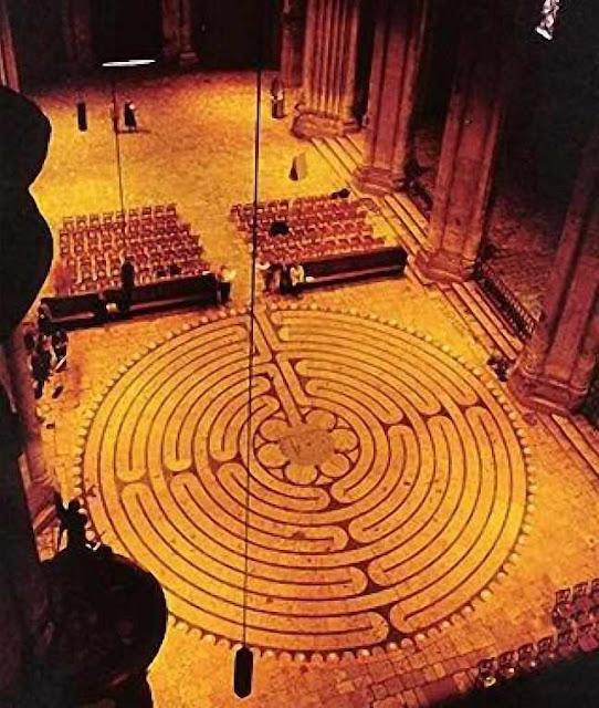Labirinto da catedral de Chartes é o mais perfeito