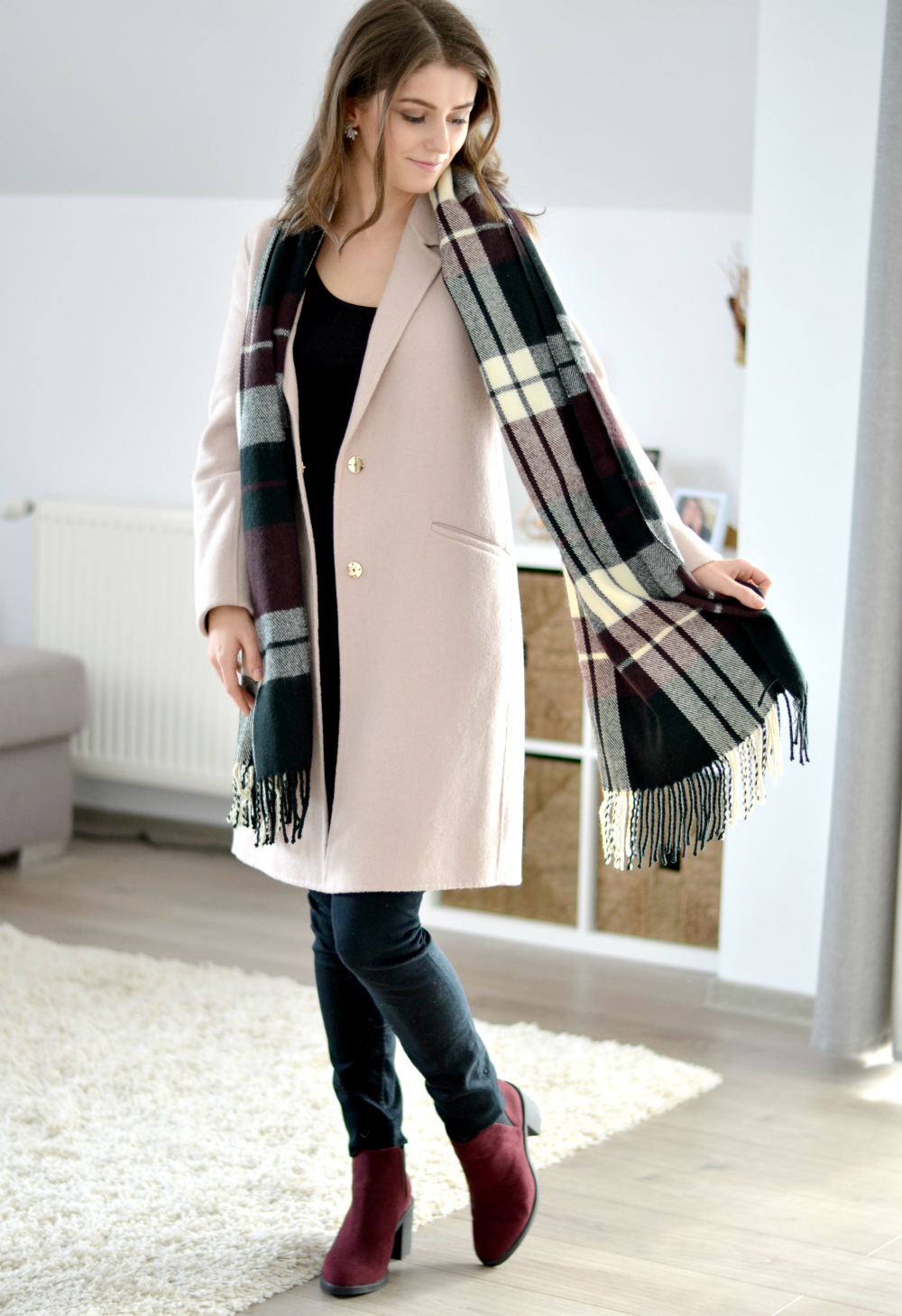 burgundy plaid scarf and dusty pink coat outfit