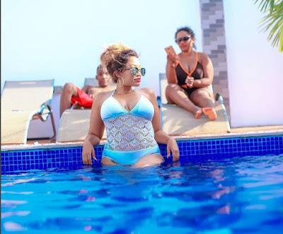 Zari Steams It Up In Bikini