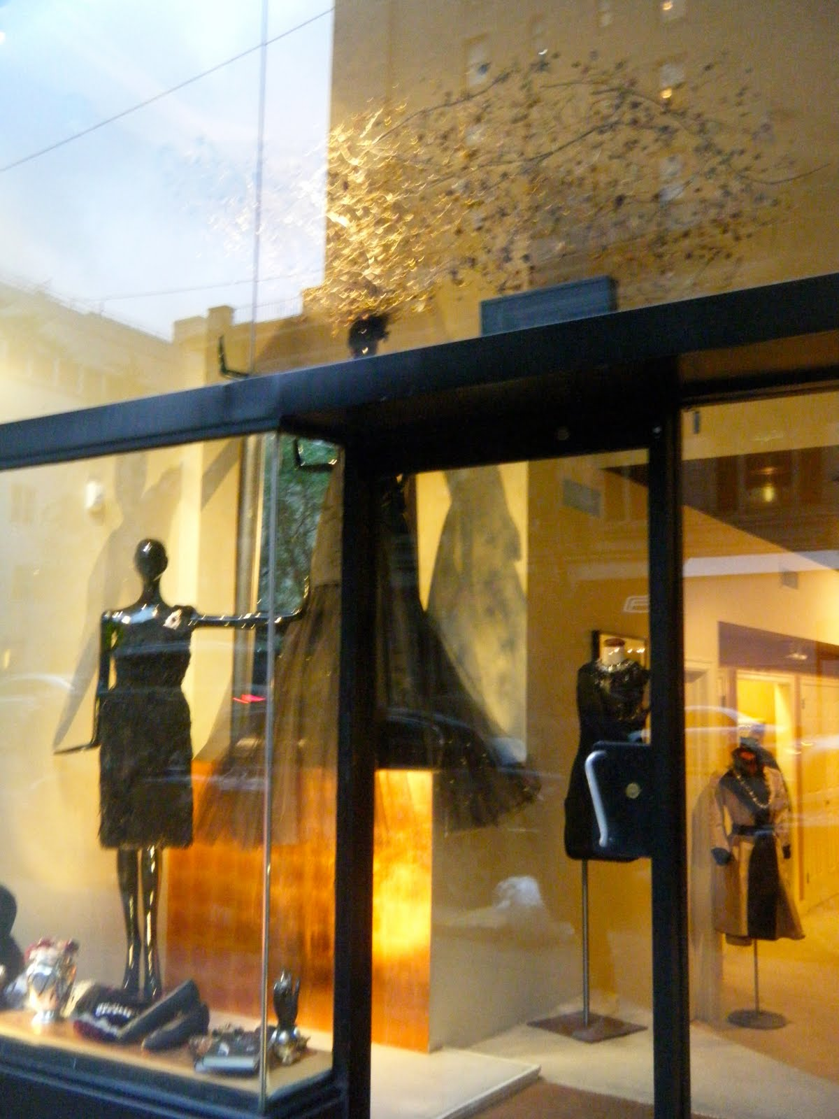 The communication of window displays