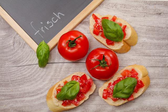 Domowa Bruschetta - Włoska Przekąska Na Śniadanie Lub Kolację