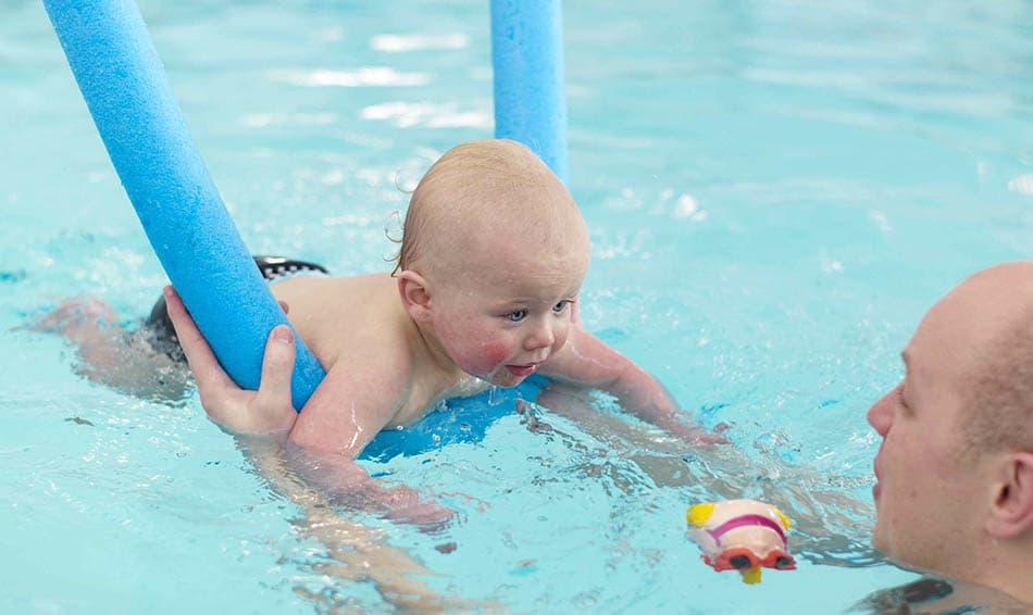 Bebeğe yüzme öğretmek, Yüzme öğretmek, Bebeklere yüzme eğitimi, Çocuklara yüzme öğretmek, Çocuğa yüzme eğitimi, E, S, Ö,
