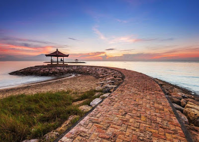 Salah satu spot terbaik untuk melihat Sunrise di Pantai Sanur