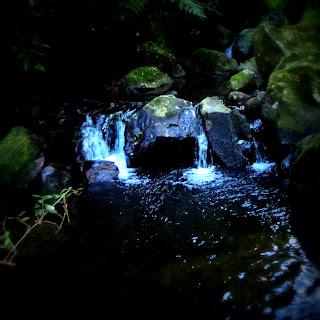 Pedras sobre o Rio, na Trilha Gêmeas  Gigantes, Parque das 8 Cachoeiras, São Francisco de Paula