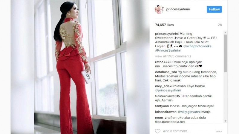 Syahrini mengunggah foto memakai baju 3 tahun yang lalu