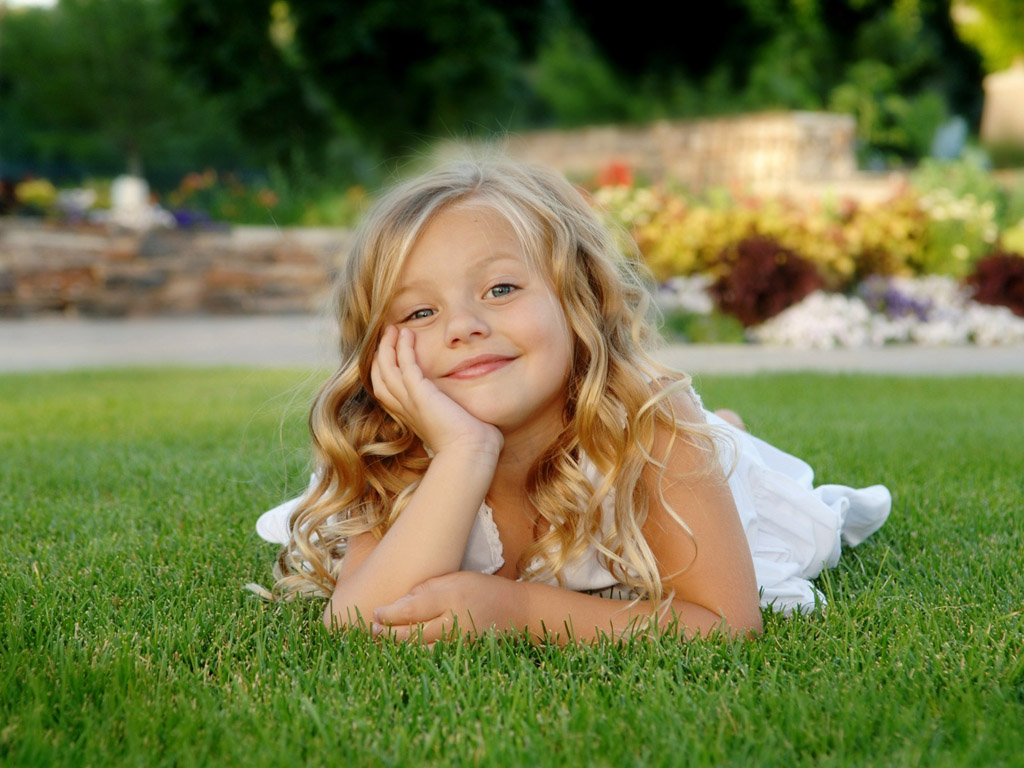 hd naked little girl pictures