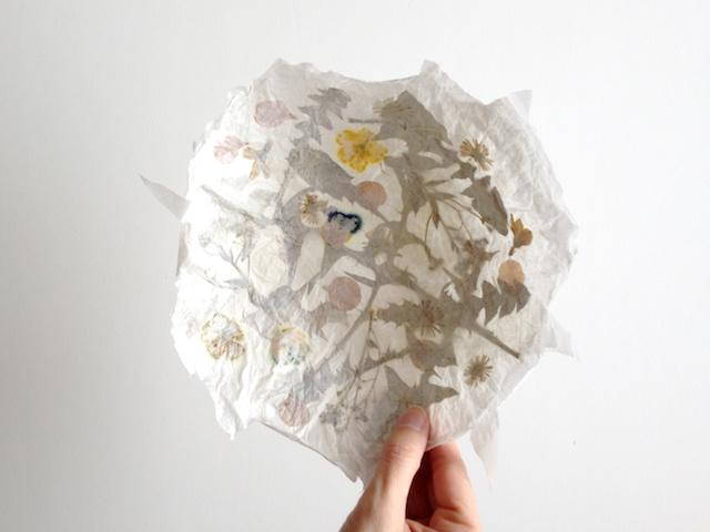 schaeresteipapier schale aus papier mit blumen. Black Bedroom Furniture Sets. Home Design Ideas