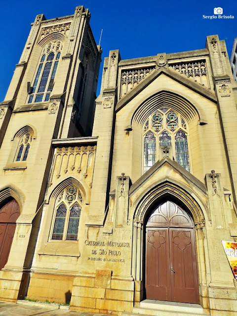 Vista ampla da fachada da Catedral Metodista de São Paulo - Liberdade- São Paulo