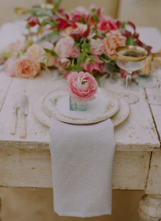 elizabeth-messina-placestting-farmhouse-table-china-floral-centerpiece