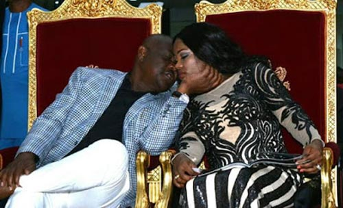 Aww! Governor Wike and wife kiss passionately at AMAA 2016