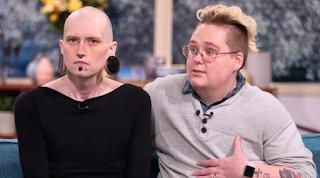 Πατέρας και μητέρα κάνουν επέμβαση αλλαγής φύλου για να μεγαλώσουν το παιδί τους ουδέτερο