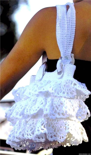 Bolso con Volantes de Crochet