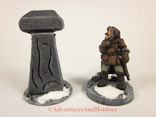 Arcane pillar for summoning Cthulhu, a Frostgrave miniature 25mm scale terrain piece - front view.