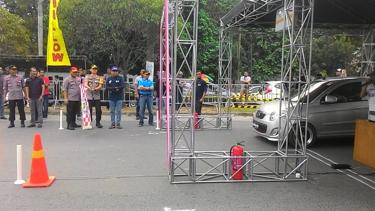 BUKA-Kapolrestabes Medan saat melepas peserta.