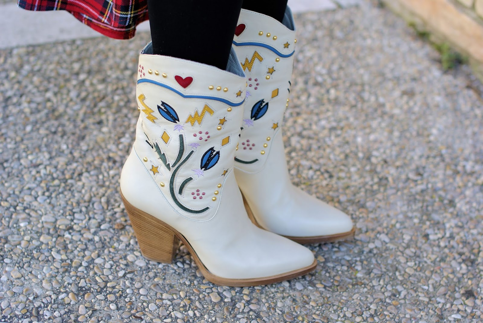 Le Silla boots on Fashion and Cookies fashion blog, fashion blogger style