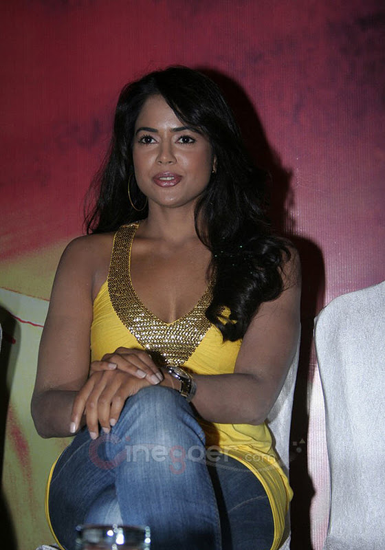 Sameera Reddy Cute Wallpapers Sameera Reddy Hot Pix Sameera Reddy Showing Hot Bobbs