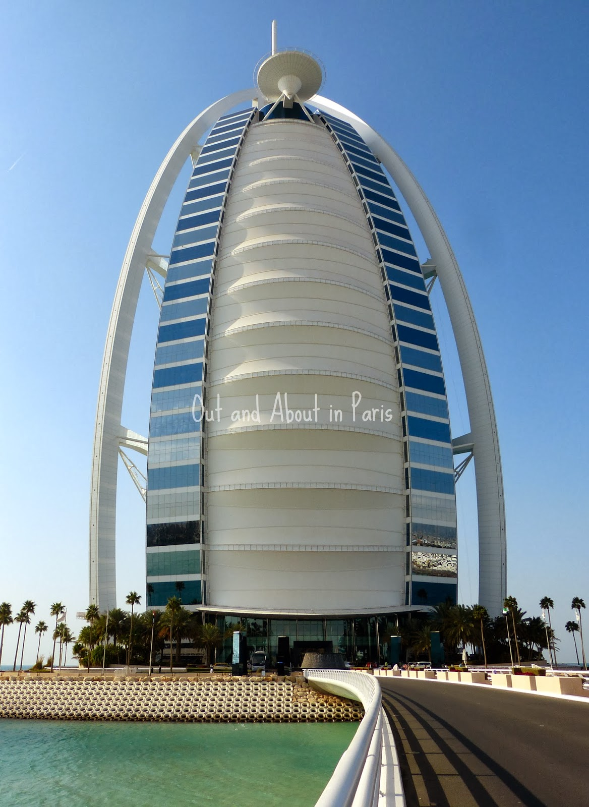 Pin Parasol Distance Maison afternoon tea at the world's only 7-star hotel, the burj al