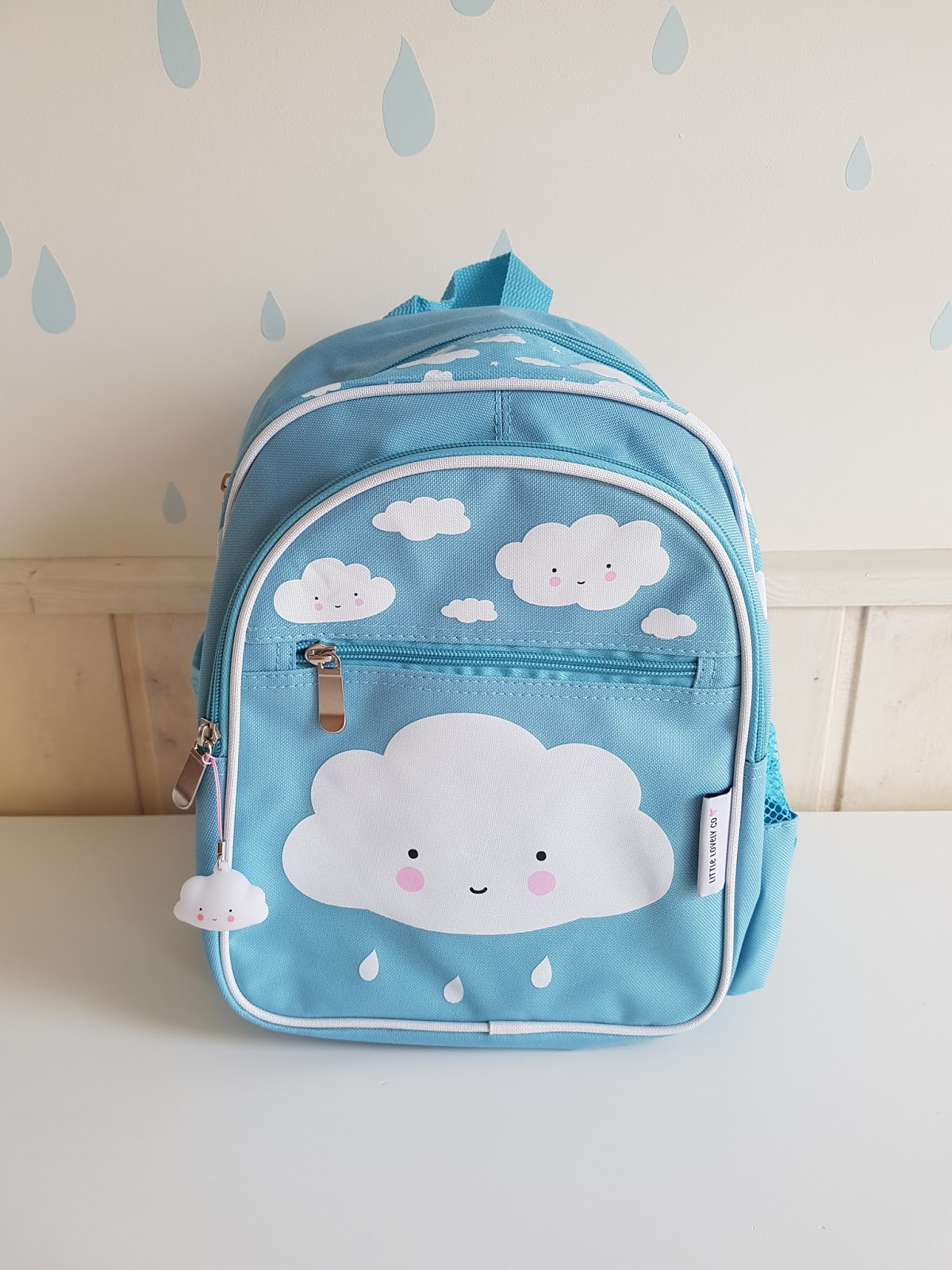 4ba5d2120955c Czy ktoś sobie wyobraża pójście do przedszkola bez plecaka? :) Mamy dwa  plecaki na tą ewentualność - niebieski z chmurką marki A Little Lovely  Company i ...