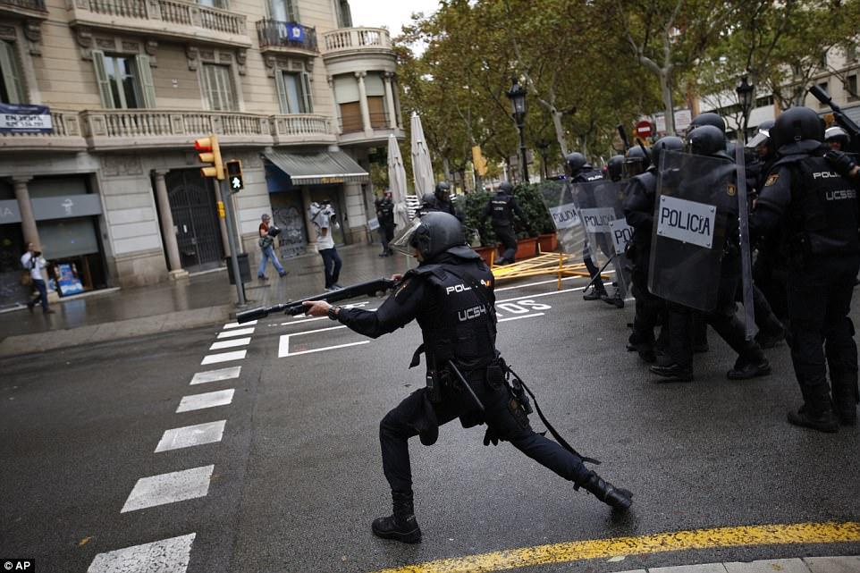 Alles Schall Und Rauch Der Eu Faschismus Schlägt In Spanien Blutig Zu