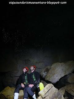 Cuevas de Waitomo - Observando el firmamento de glowworms