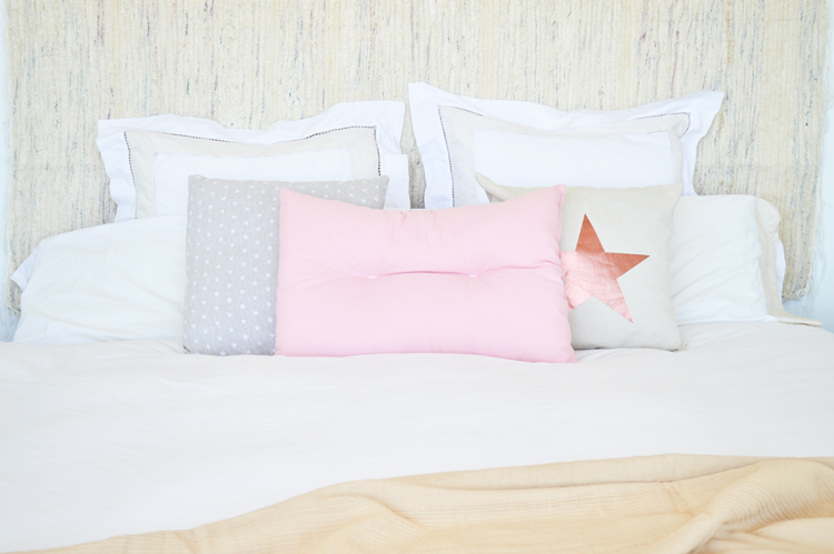 casa-tres-decoracion-dormitorio-cabecero-jarapa-estilo-nordico