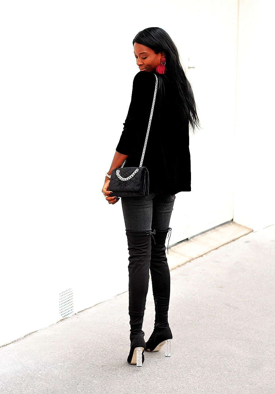 inspiration-look-fetes-chic-blazer-velours-sac-chaine-cuissardes-jeans