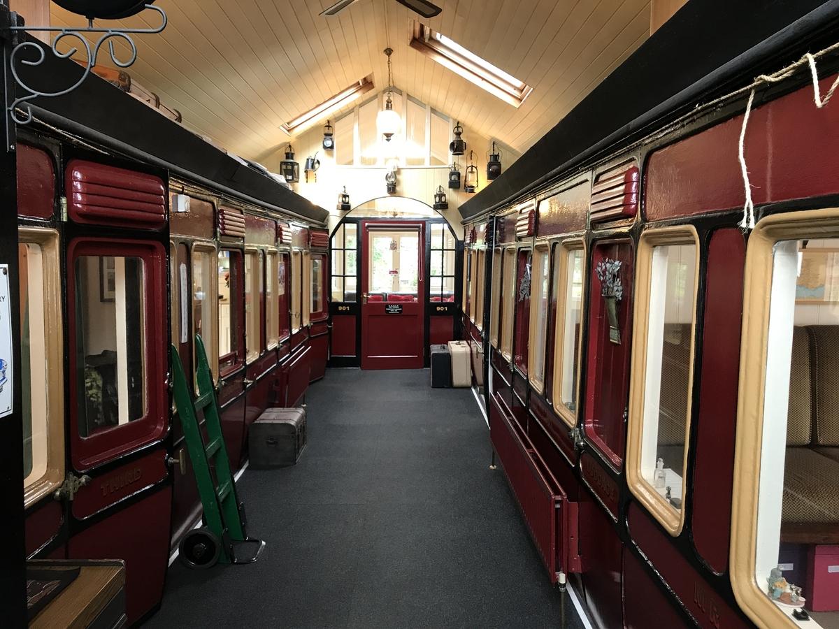 03-Platform-Hallway-Victorian-Train-Platform-House-www-designstack-co