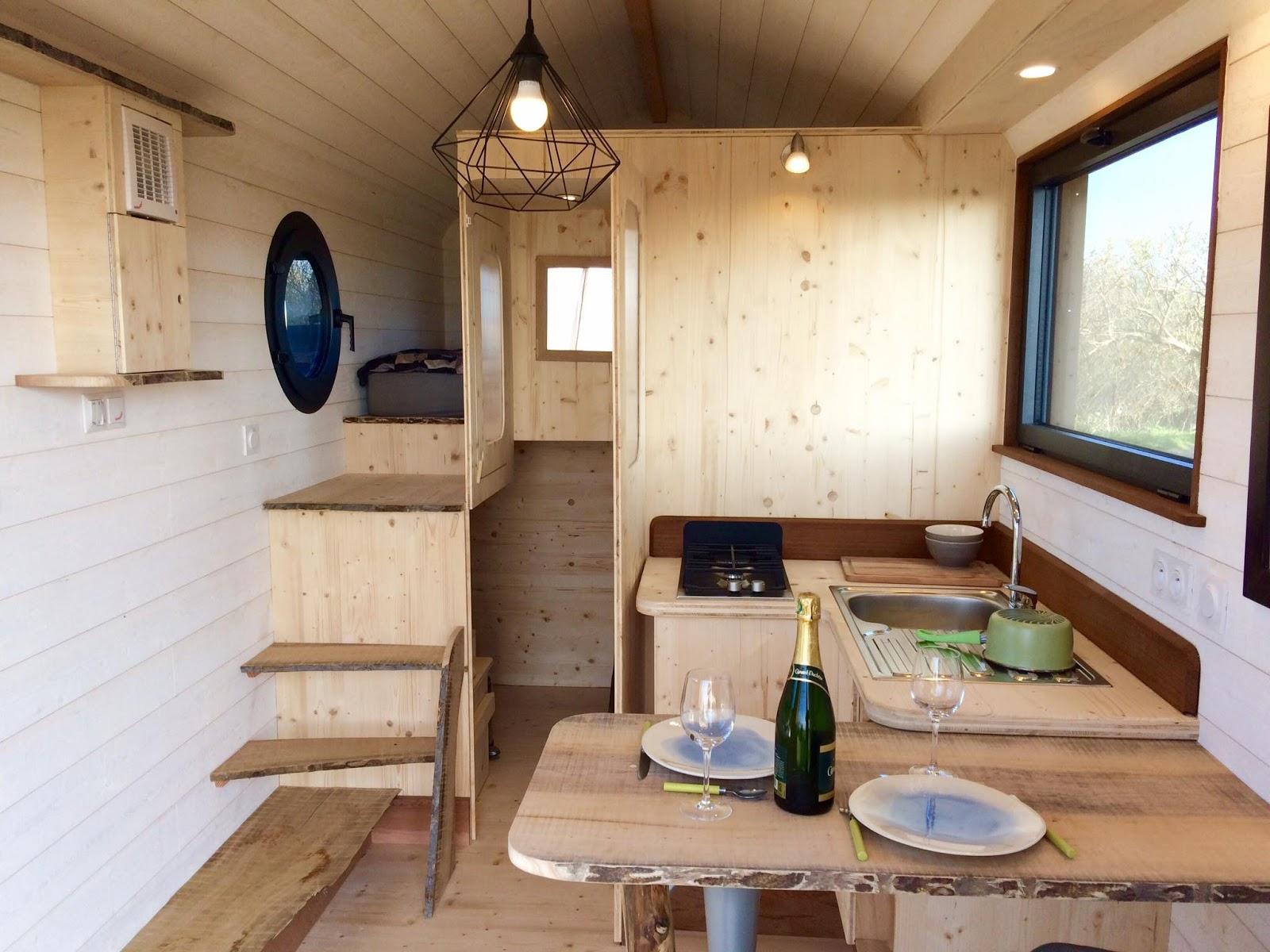 Tiny house town huttopie from la tiny house for Virtual tiny house builder