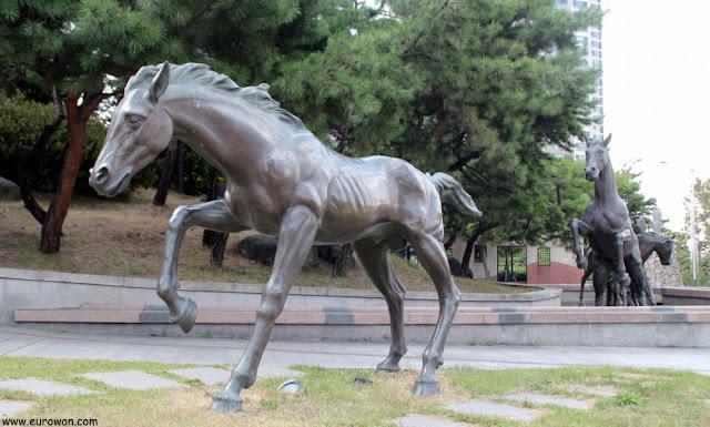 Estatuas ecuestres en el parque de Seorae