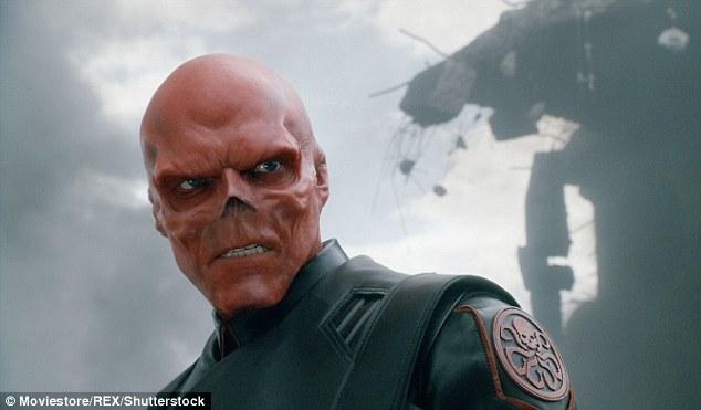 Agar Mirip Red Skull, Pria Ini Permak Habis Wajahnya