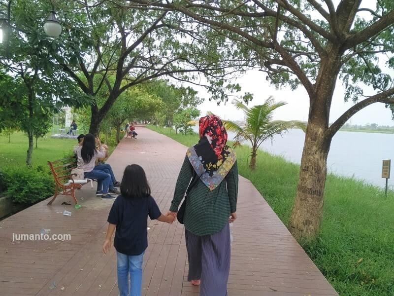 danau jakabaring jadi tempat pacaran di palembang