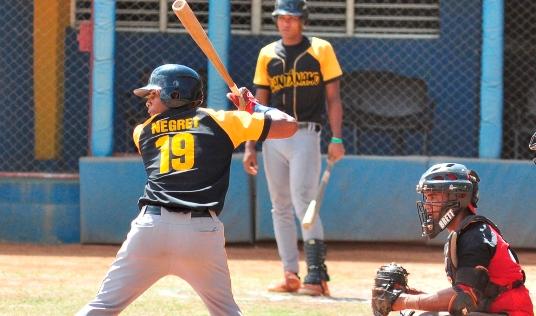 Negret, de solo 18 años de edad, tuvo línea ofensiva de 264 / 410 / 391, con 46 imparables (incluidos 17 extrabases (repartidos en 14 dobletes, un triple y 2 jonrones)), y 23 bases robadas en 50 juegos este 2017 en Dominicana