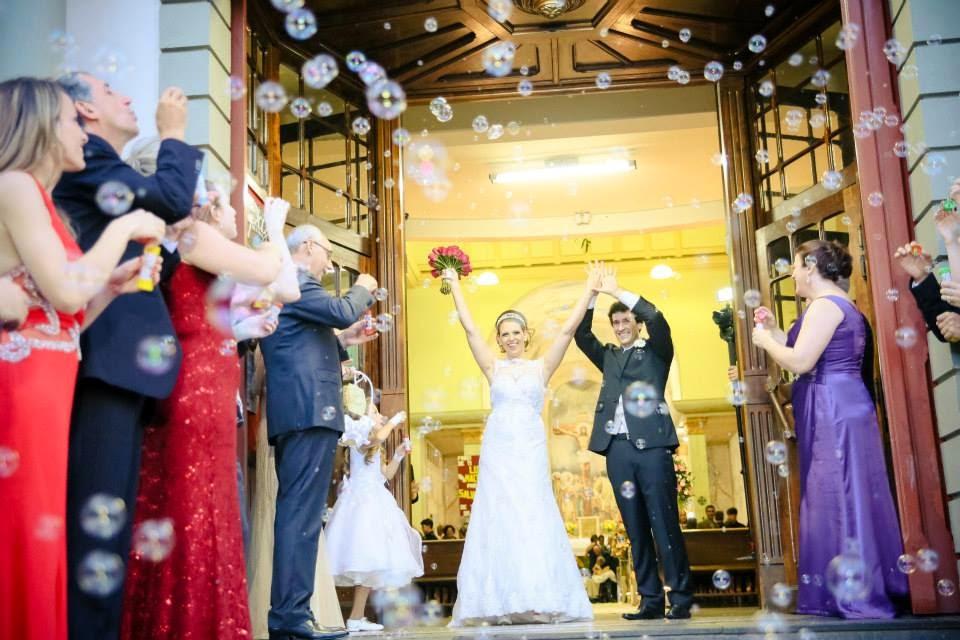cerimonia-noivos-saida-noivos-bolhas-sabao-1