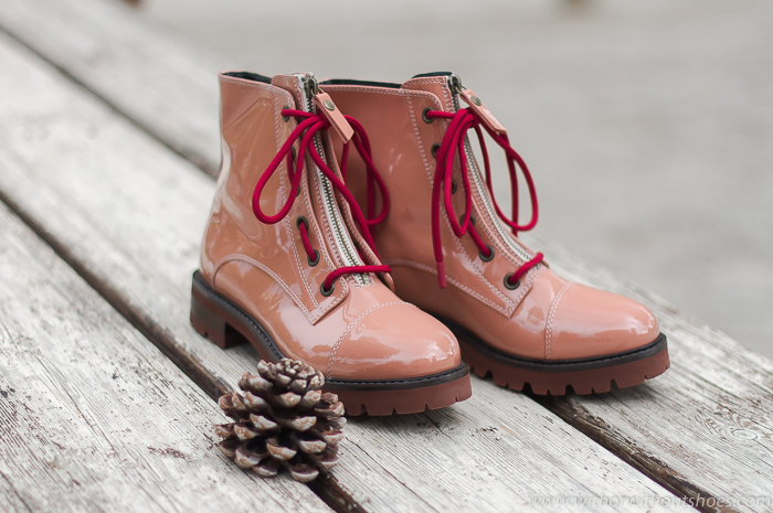 BLog influencer Adicta a los zapatos tendencias en calzado de la temporada a la que no te podrás resistir Los botines biker rosas