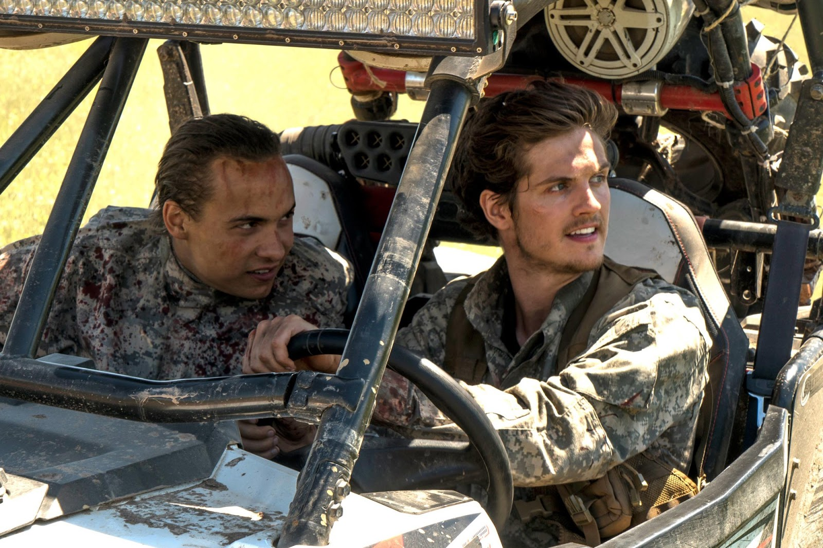 Troy Otto y Nick Clark en el episodio 3x09 Minotaur de Fear The Walking Dead